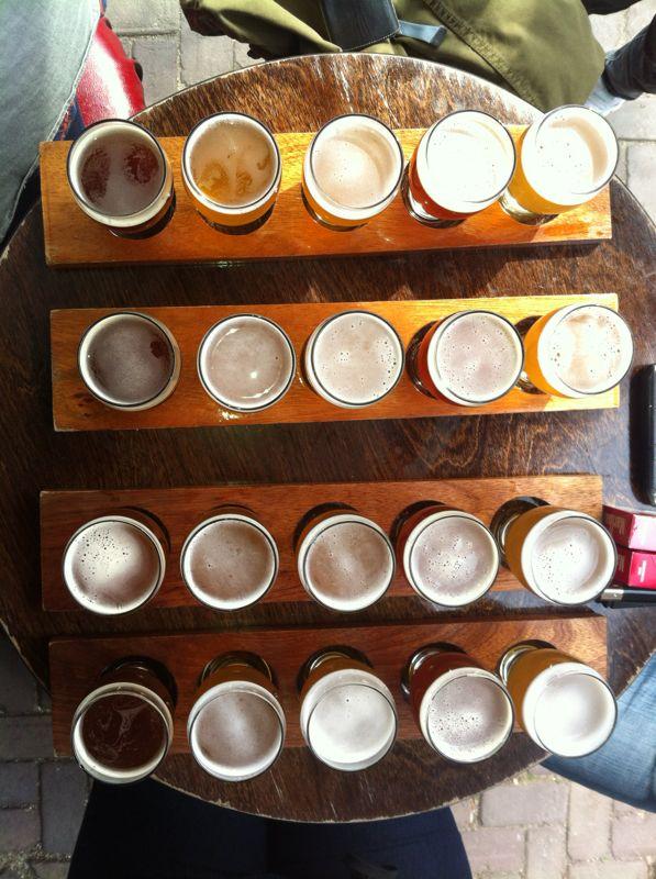 Brouwerij 't IJ in Amsterdam Oost brouwt haar eigen bier en je kunt van hun biertjes proeven op het terras