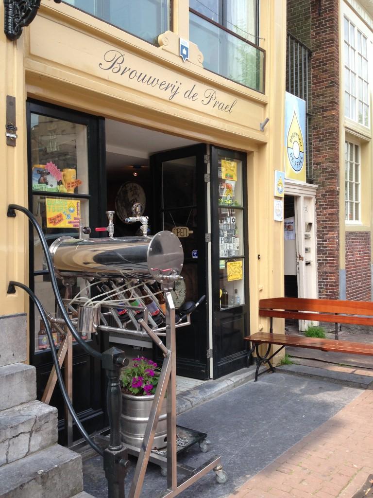 Brouwerij De Prael op de Wallen brouwt bier dat je kunt proeven in het proeflokaal