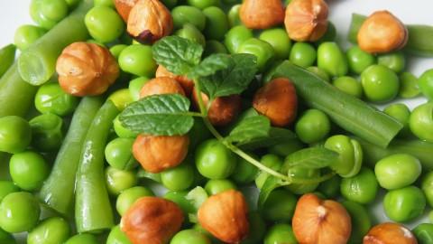 Recept: salade van erwten, hazelnoten en munt