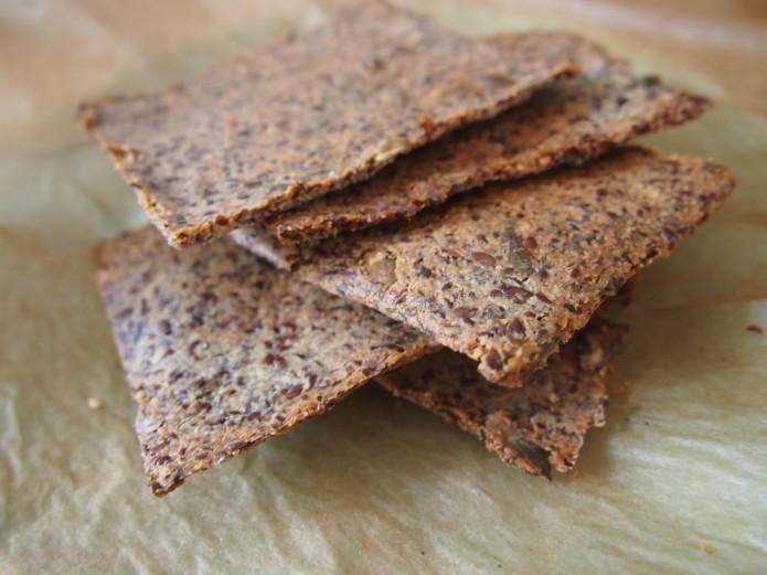 Recept voor super knapperige crackers van quinoavlokken en lijnzaad supergezond en makkelijk
