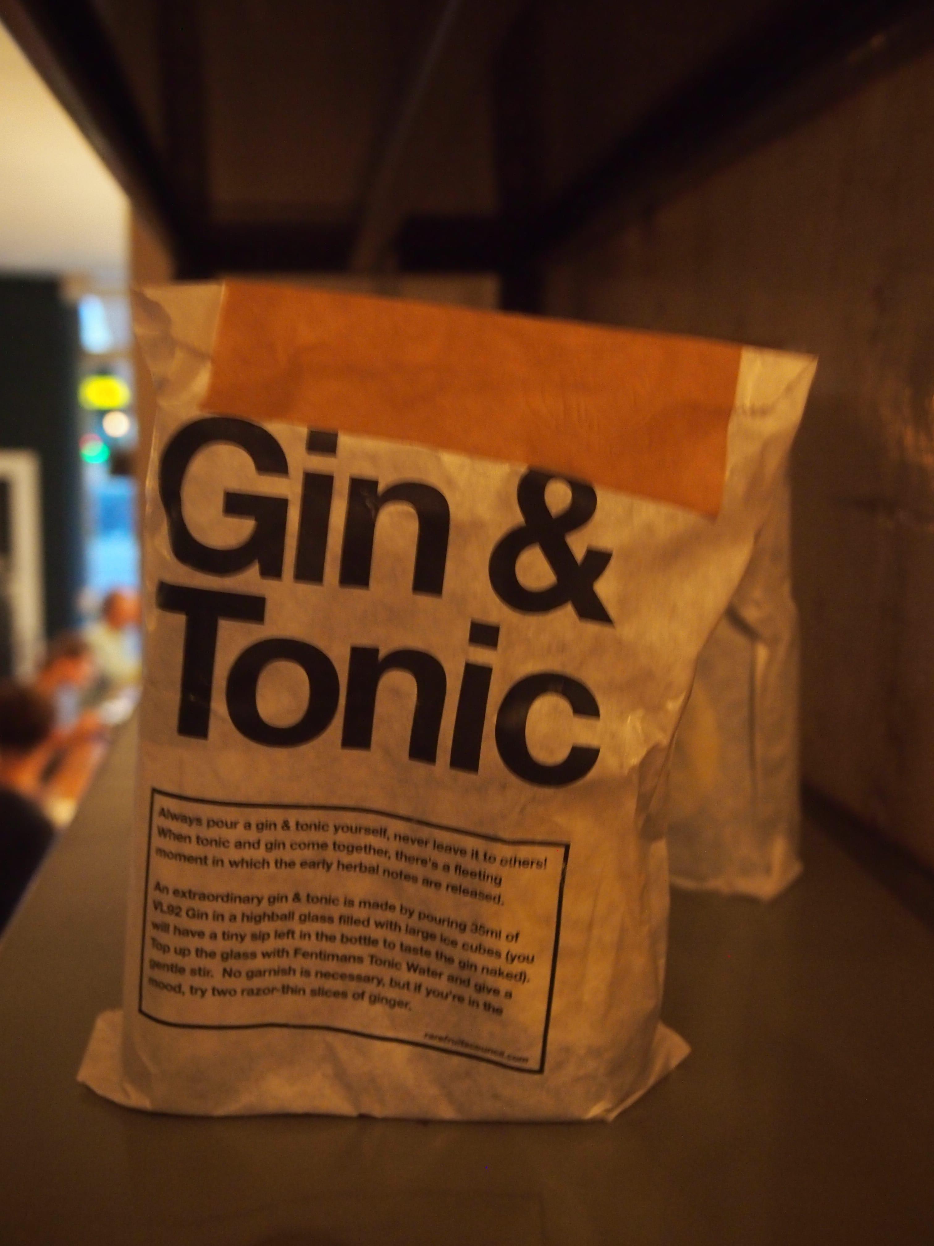 Bar Hutspot Van Woustraat De Pijp borrelen en lekker eten gin en tonic