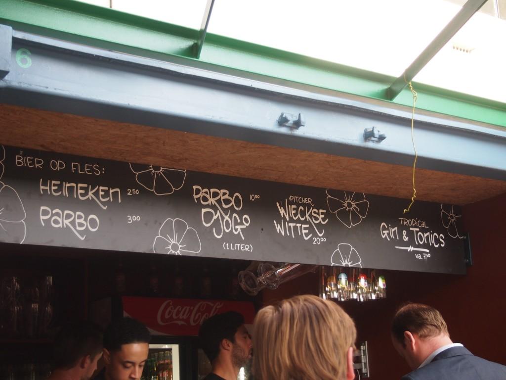 Lekker eten en bier drinken Waterkant Amsterdam