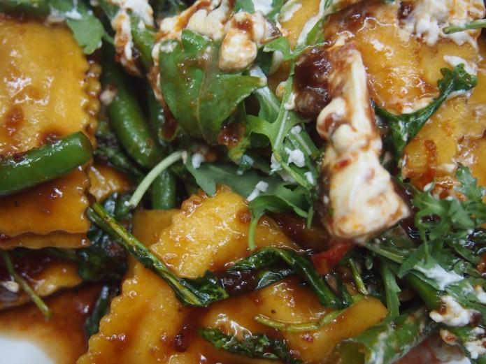 Holy Ravioli pompoen geitenkaas en sambal