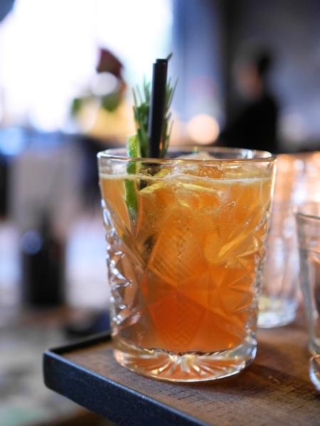 kevin-bacon-bar-restaurant-cocktail-thais