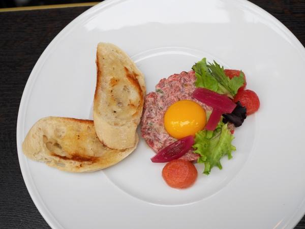 brooks-amsterdam-steak-tartare