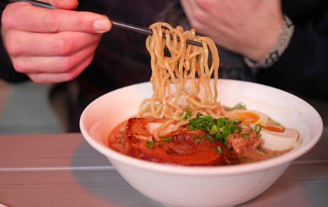 De leukste ramen noodles spots in NYC