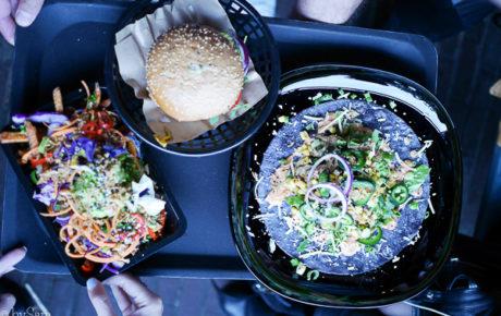Vegan Junk Food Bar opent een derde locatie in Oost