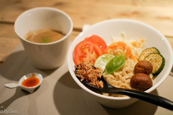 Vegan ramen noodles restaurant Amsterdam Men Impossible