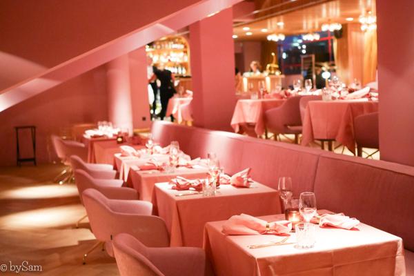 Roze restaurant Mama Kelly Amsterdam Zuid