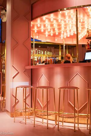 Restaurant MamaKelly Amsterdam roze pink