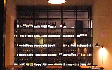 Overdag een fijne koffiespot en 's avonds een wijnbar. 4850 is nu open in Amsterdam Oost.