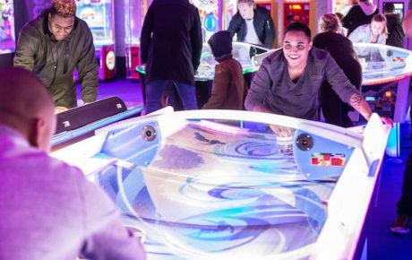 TonTon Club opent airhockeyhall van Europa