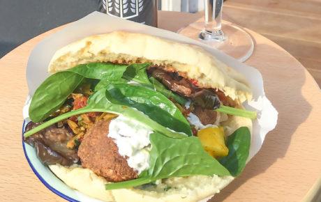 Bar Kauffmann opent een tweede falafelbar in Amsterdam Oost